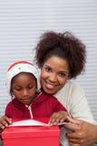 Portrait du sourire de mère et de fille Photographie stock libre de droits