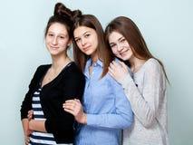 Portrait du sourire de trois adolescentes Images libres de droits
