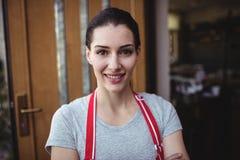 Portrait du sourire femelle de boulanger Photographie stock