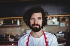 Portrait du sourire masculin de boulanger Image stock