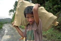Portrait du sourire, travaillant, garçon philippin Image stock