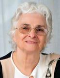 Portrait einer älteren Dame lizenzfreie stockfotos