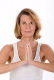 Portrait einer älteren Frau im Yoga Lizenzfreie Stockfotos