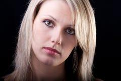 Portrait einer attraktiven jungen Frau Stockfoto