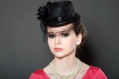 Portrait einer Dame in einem Hut Stockbilder