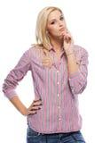 Portrait einer denkenden blonden Frau Lizenzfreie Stockfotos