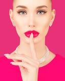 Portrait einer eleganten jungen Frau Stockbild