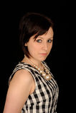 Portrait einer ernsten Frau Stockfoto