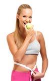 Portrait einer fitt Frau mit Apfel Stockfotos
