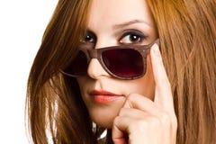 Portrait einer Frau in den Sonnenbrillen. lizenzfreies stockbild