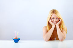 Portrait einer Frau am Geburtstag Stockfotografie