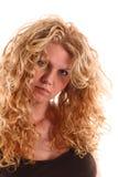 Portrait einer Frau mit dem langen blonden lockigen Haar Stockbilder