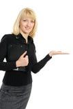 Portrait einer Geschäftsfrau, die heraus ihre Hand anhält Lizenzfreie Stockfotografie
