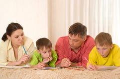 Portrait einer glücklichen Familie Stockfoto