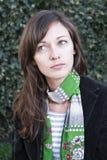 Portrait einer jungen attraktiven Frau. lizenzfreie stockfotografie