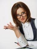 Portrait einer jungen attraktiven Geschäftsfrau lizenzfreie stockfotografie