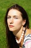 Portrait einer jungen Brunettefrau Stockfotografie