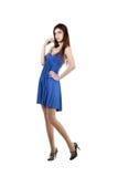 Portrait einer jungen Frau im blauen Kleid. Stockfotografie