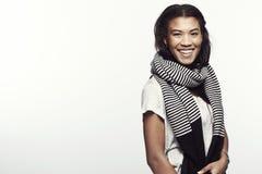 Portrait einer jungen Frau im Studio Lizenzfreie Stockfotografie