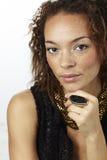 Portrait einer jungen Frau im Studio Lizenzfreies Stockfoto