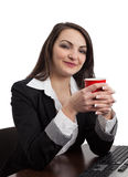 Portrait einer jungen Frau mit einem roten Cup Lizenzfreies Stockbild