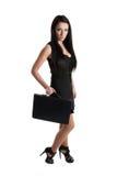 Portrait einer jungen Geschäftsfrau, die einen Fall anhält Lizenzfreie Stockbilder