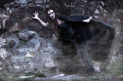 Portrait einer jungen Hexe. Stockfotografie