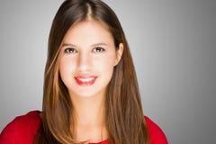 Portrait einer jungen lächelnden Frau stockbilder