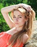 Portrait einer jungen schönen reizend Frau Stockfotografie