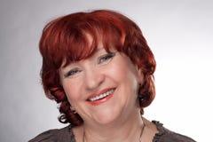 Portrait einer lächelnden älteren Frau. Lizenzfreie Stockfotos