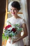 Portrait einer lächelnden Braut stockbild