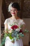 Portrait einer lächelnden Braut lizenzfreie stockfotografie