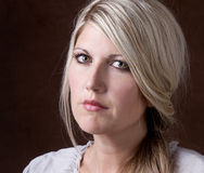 Portrait einer mittleren gealterten Frau 30-40 Lizenzfreies Stockfoto