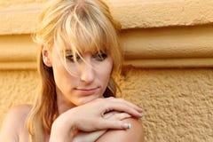 Portrait einer recht blonden Frau Stockfotografie