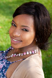 Portrait einer schönen afrikanischen Frau stockfotografie