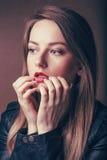 Portrait einer schönen Frau Lizenzfreies Stockfoto