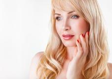 Portrait einer schönen Frau lizenzfreie stockbilder