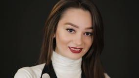 Portrait einer schönen Frau stock video
