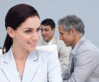 Portrait einer schönen Geschäftsfrau in einer Sitzung stockbilder