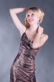 Portrait einer schönen jungen blonden Frau Stockbild