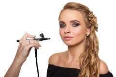 Portrait einer schönen jungen blonden Frau Lizenzfreie Stockfotografie