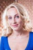 Portrait einer schönen jungen Glückfrau Lizenzfreie Stockbilder
