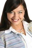 Portrait einer schönen lächelnden Frau Lizenzfreie Stockfotos