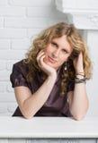 Portrait einer schönen nachdenklichen Frau lizenzfreies stockfoto