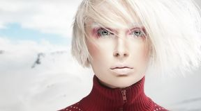 Portrait einer Winterfrau Lizenzfreies Stockfoto
