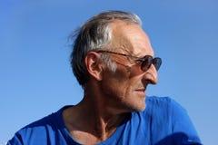 Portrait eines älteren Mannes in Meer Lizenzfreie Stockfotografie