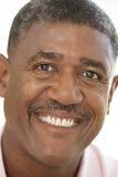Portrait eines älterer Mann-Lächelns stockbild