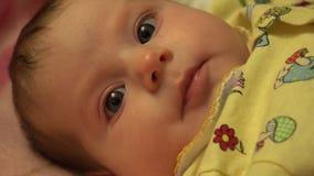 Portrait eines überraschten Babys 4K UltraHD, UHD stock footage