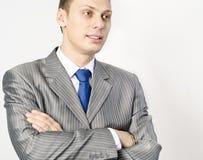 Portrait eines überzeugten jungen Geschäftsmannes Stockbild