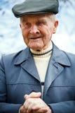 Portrait eines alten Mannes lizenzfreie stockfotos